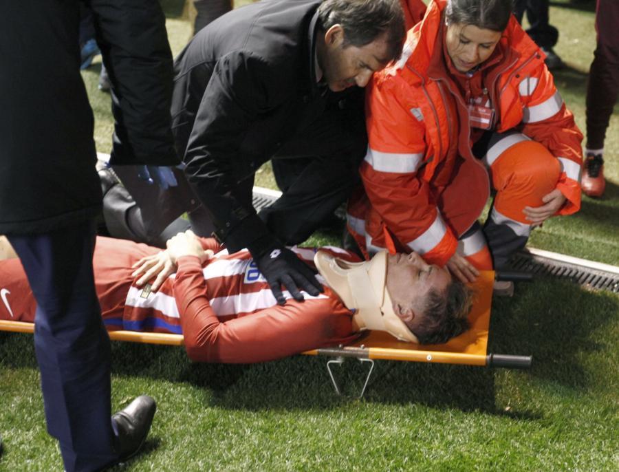 Fernando Torres (na noszach)