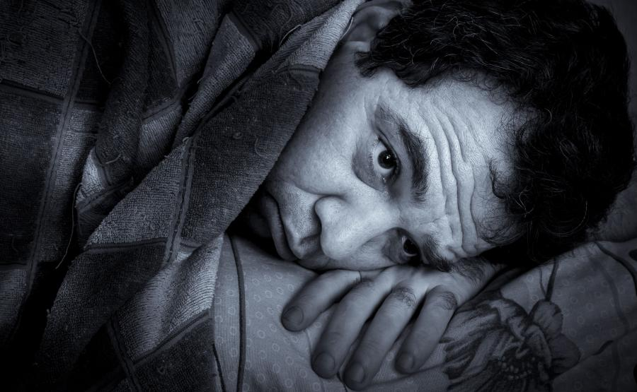2. Korzystanie ze smartfona przed snem powoduje bezsenność